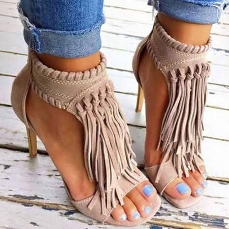 Sandálias de Salto Alto beje com franjas