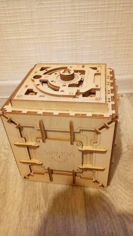 Сейф деревянный с кодом для интерьера на подарок для детей