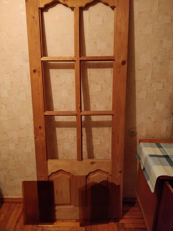 Дверь новая, под лак или покраску, в комплекте с цветным стеклом ,