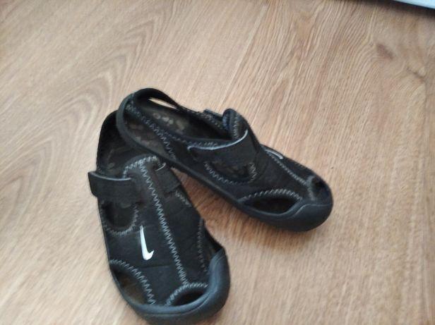 Sandałki Nike 26
