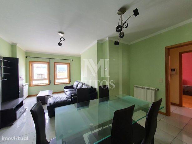 Apartamento T2 com terraço ao nível para venda na Meadela