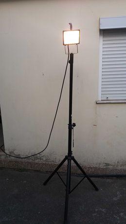 projetor com pe ajustavel