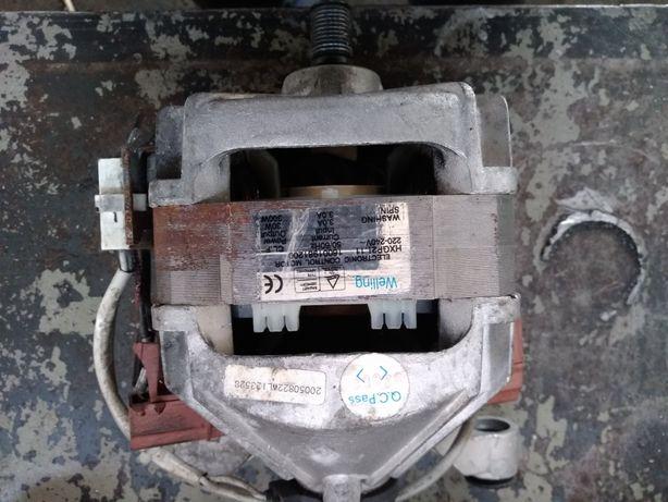 Мотор от стиральной машины Ariston.