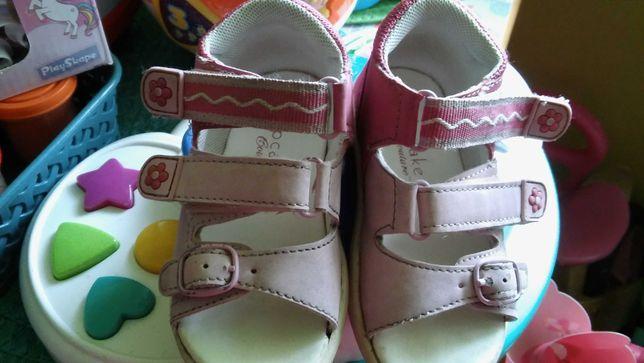 Sandałki dla dziewczynki rozm.22