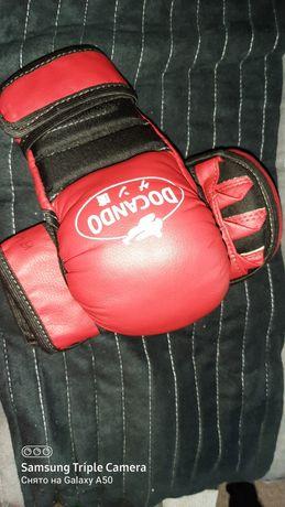 Дукендо перчатки та футбоока
