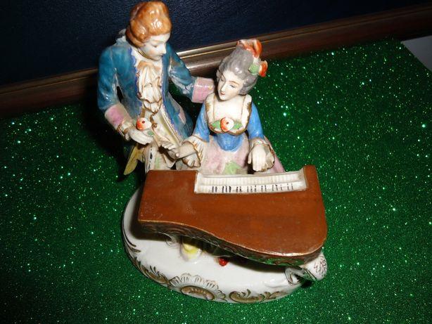 Estatueta de Porcelana Músicos Piano