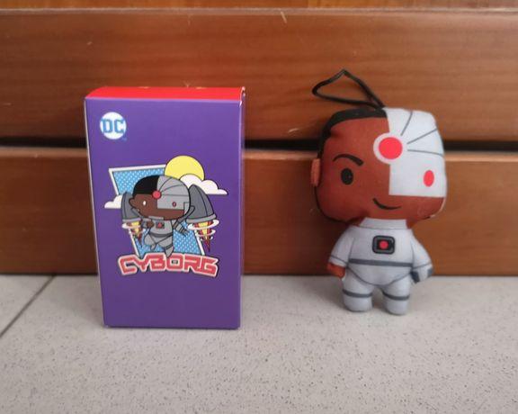 Brinquedos personagens Super heróis DC, SpongeBob e Transformers
