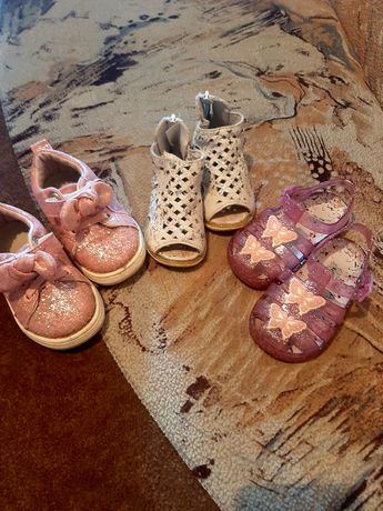 Лот обуви для девочки
