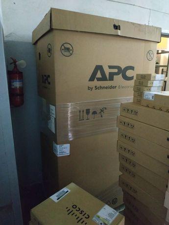 Шкаф APC AR3150 напольный серверный
