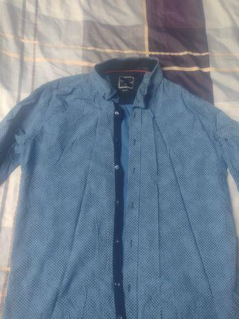 Koszulka niebieska we wzorki