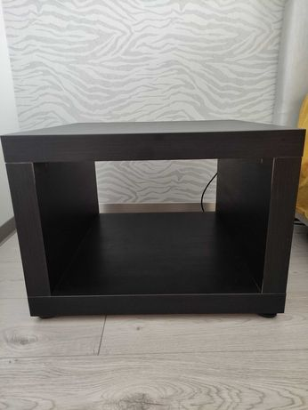 2 mesas de apoio práticas e leves da ikea