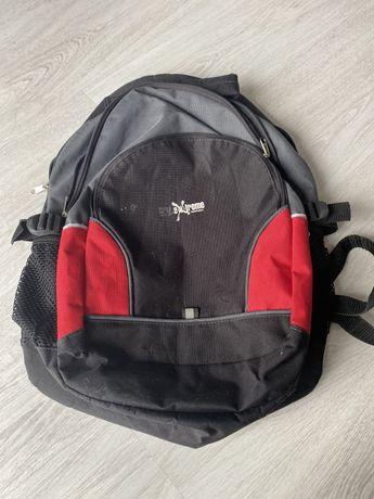 plecak czarno czerwony