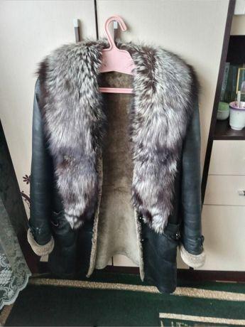 Продам дублёнку коженную на натуральном меху с воротником Чернобурки