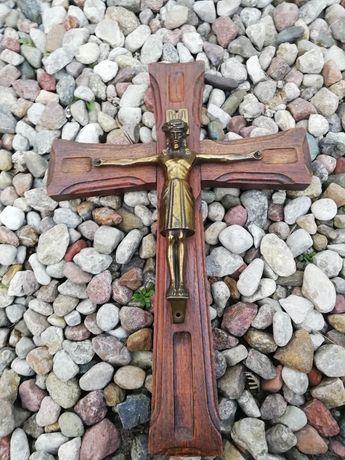 Krucyfiks - drewniano, mosiężny.