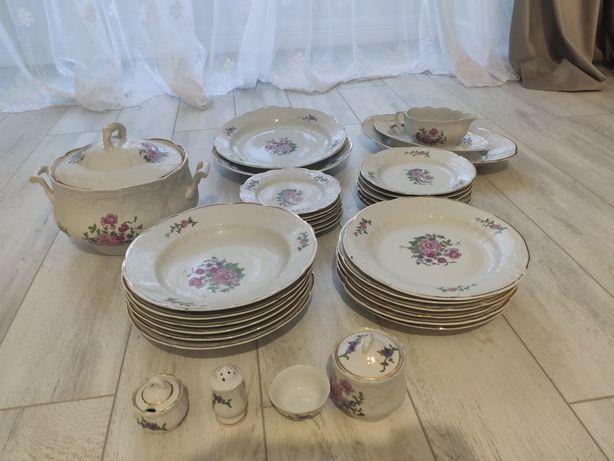 Набір тарілок посуд