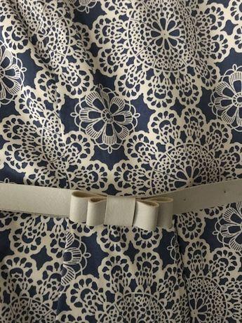 Sukienka- wzór koronki- rozkloszowana rozmiar 42 marki La robe