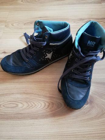 Buty sportowe nad kostkę