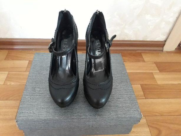 Шикарные черные туфли на каблуке