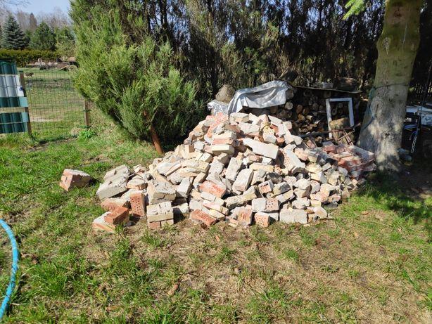 Cegły gruz z rozbiórki komina
