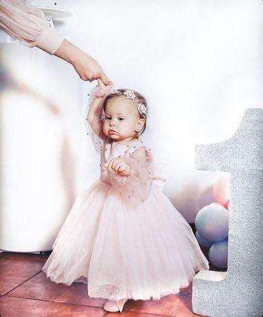 Нарядное пышное пудровое платье на годик, год, годовасте с рукавом