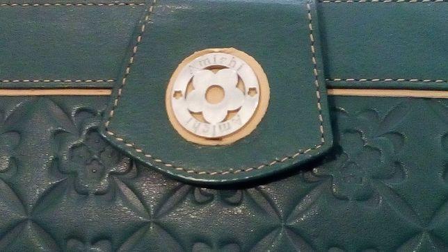 Boa prenda de aniversário: Discreta bolsa e carteira Amichi-A estrear!