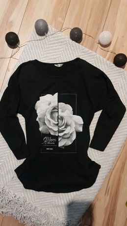 Czarna bluzka z różą