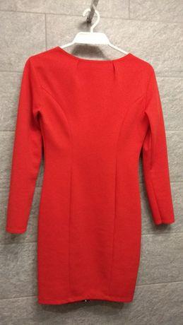 Czerwona sukienka dopasowana. Na Święta.