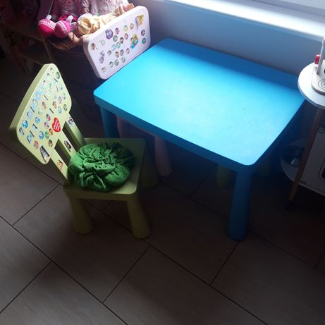 Stolik plus krzesełka gratis