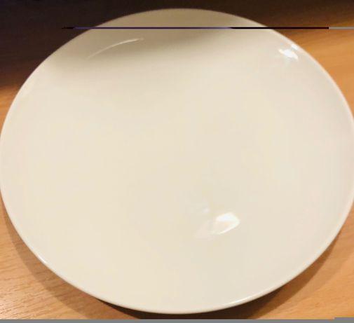 talerze, łyżki, widelce, latte,