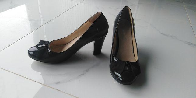 Buty na słupku 38