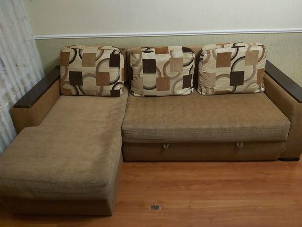 Продам угловой диван. Самовывоз.