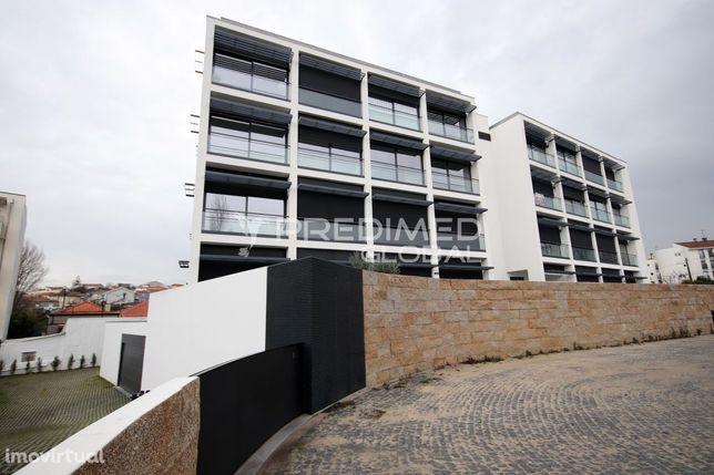 T1 NOVO. Próx. hospital  S. João- Faculdades - ISCAP - Cond. Fechado.