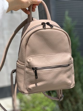 Бежевый кожаный женский городской рюкзак. Италия