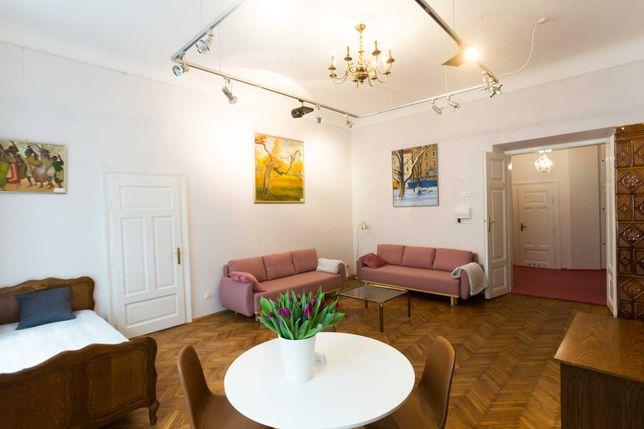Noclegi Bon Turystyczny Apartament 8 os Kraków,Bracka 7-Galeria Sztuki