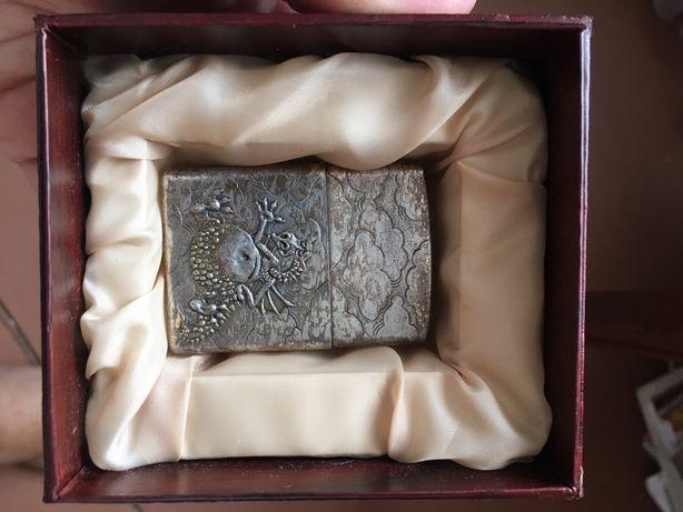 Продам запальничку в подарунковій коробці