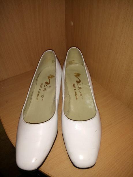 На подарок белые туфли 36 размера