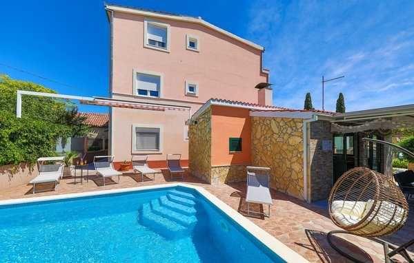 Lato 2022, Chorwacja, Trogir, dom dla 10 osób, basen,