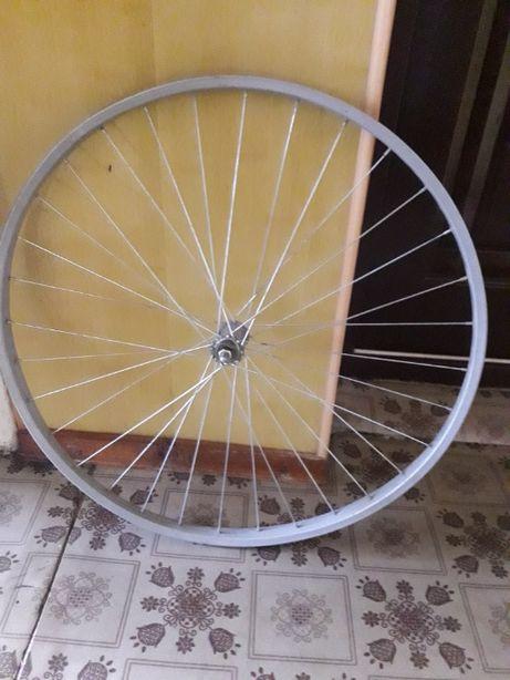 "Продам колесо от велосипеда Аист (полцены) дешево, диаметр ""28"" на"