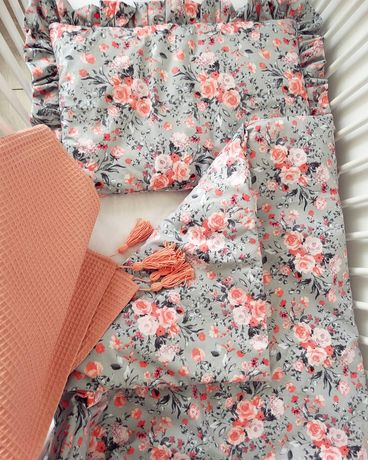 Pościel z wypełnieniem, z falbanką kwiaty róże. Bawełna. Handmade