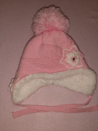 Продам зимние шапки на девочку.