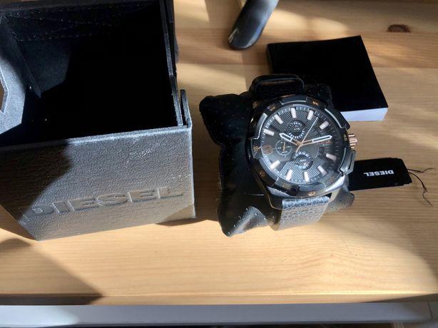 Zegarek Diesel czarny ze złotym
