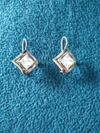 Kolczyki ze srebra 925 z kryształami.