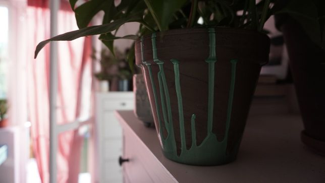 Doniczka ręcznie malowana z terakoty, zielona, design