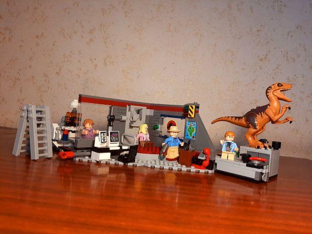 Б/у набор Лего Парк Юрского Периода/LEGO Jurassic Park (75932)