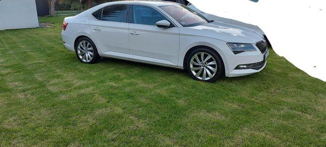Auto do ślubu Skoda Superb biała
