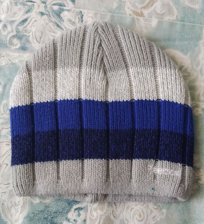 Продам подростковую шапку Reebok