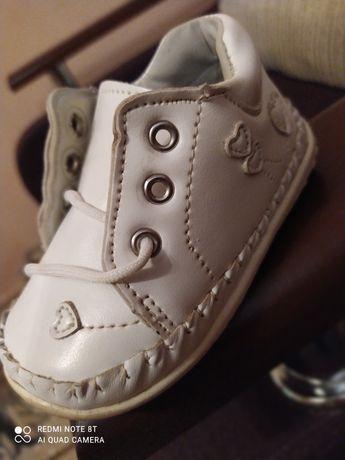 Дитяче взуття весняне