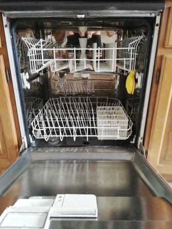 Conjunto de electrodomésticos a funcionar