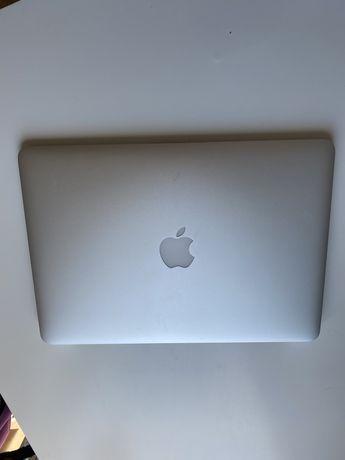 Macbook Air 13,3 cali 2017 rok, 8gb RAM, 128 GB SSD