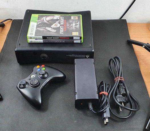 konsola Xbox 360 200GB + 4gry Call of Duty Fifa FIGHT NIGHT Skyrim